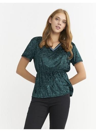 BGN Zümrüt - V Yakalı Kadife Bluz Yeşil